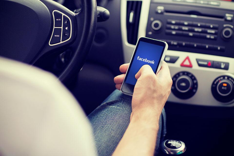 Imagem de Pesquisa mostra que uso de Facebook ao volante é um grande perigo no tecmundo