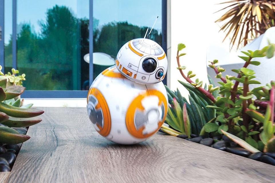 Imagem de Miniatura do droid BB-8 de Star Wars pode ser seu por US$ 150 no tecmundo