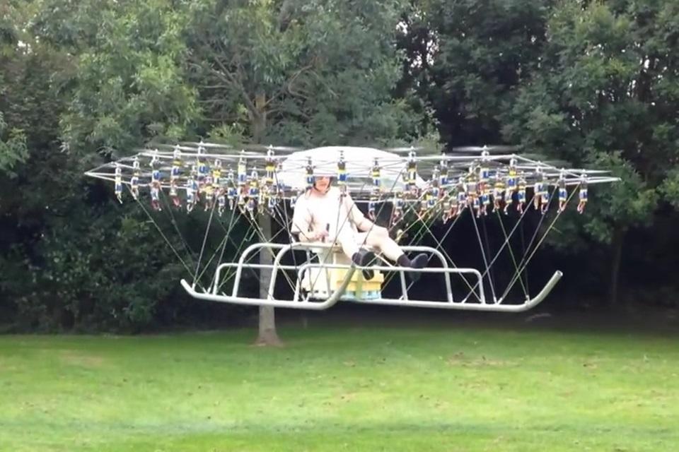 Imagem de Drone gigante aguenta 150 kg e carrega até uma pessoa [vídeo] no tecmundo