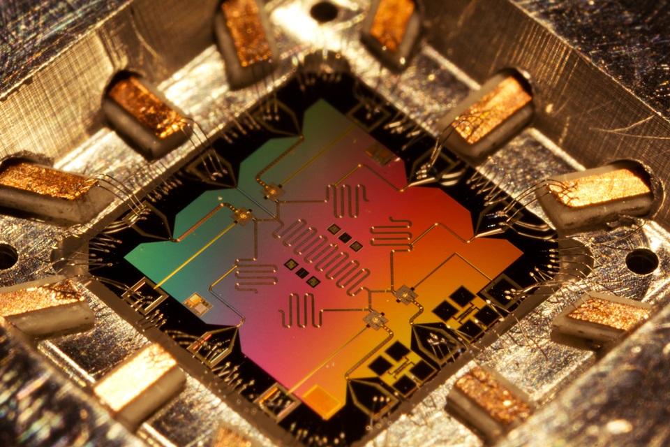 Imagem de Olá, futuro! Microsoft prevê computador quântico funcional em até dez anos no tecmundo