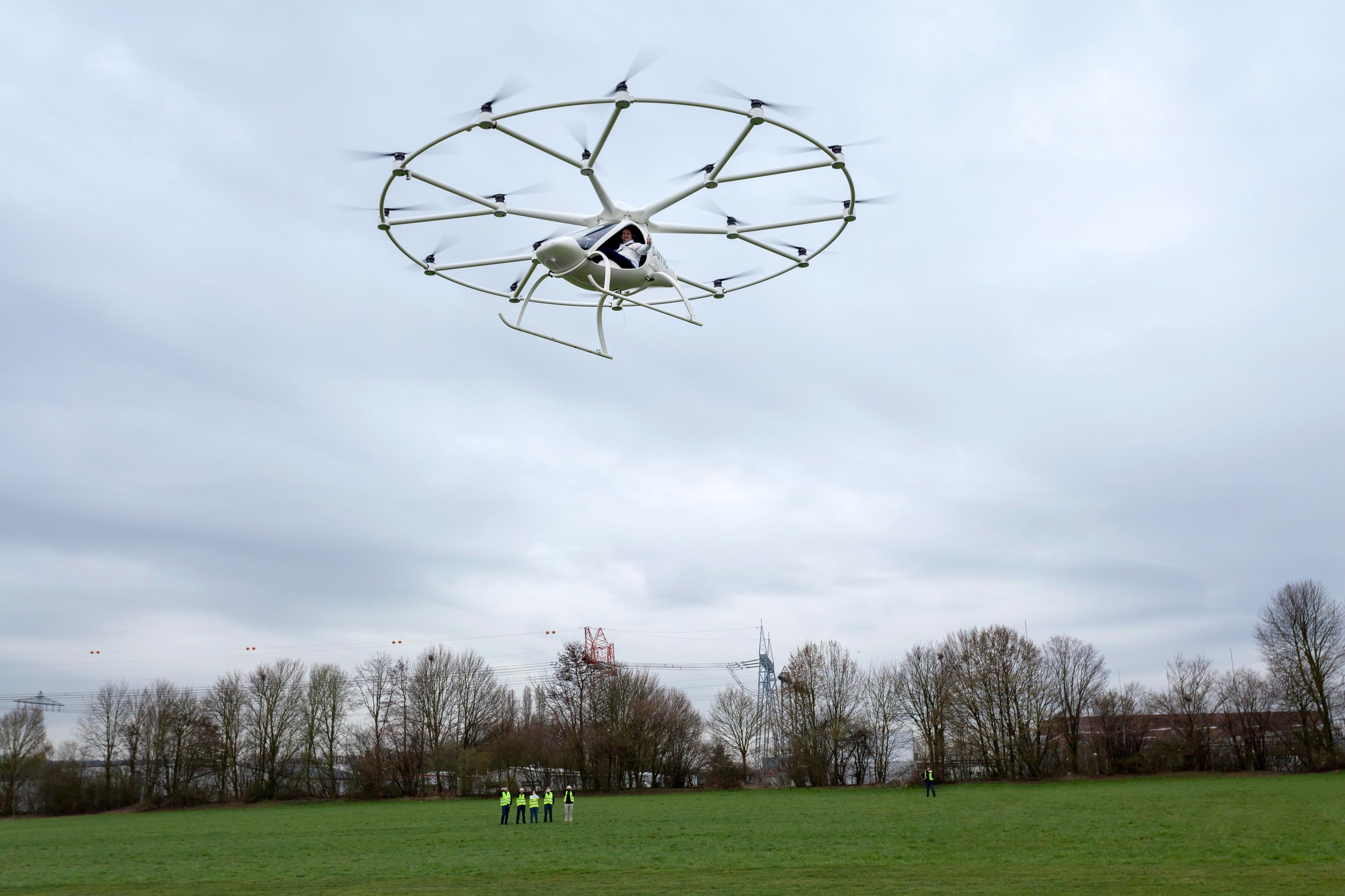 Imagem de Volocopter: veja o enorme drone capaz de carregar pessoas levantar voo no tecmundo