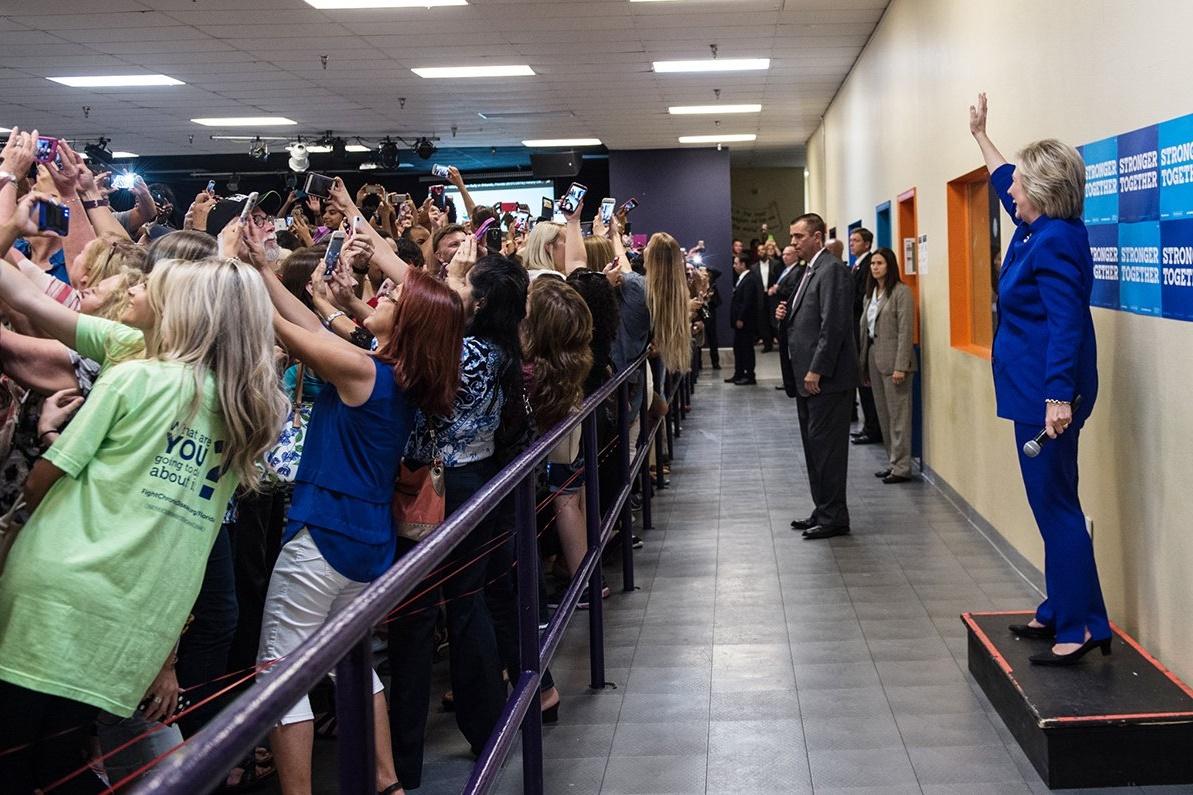 """Imagem de Milhares dão as costas para Hillary Clinton e """"por trás da selfie"""" viraliza no tecmundo"""