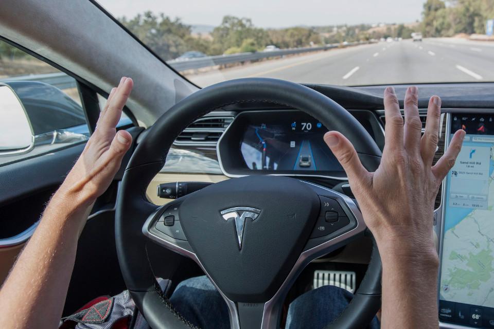Imagem de Sistema Autopilot da Tesla vai alertar motorista que estiver desatento no tecmundo