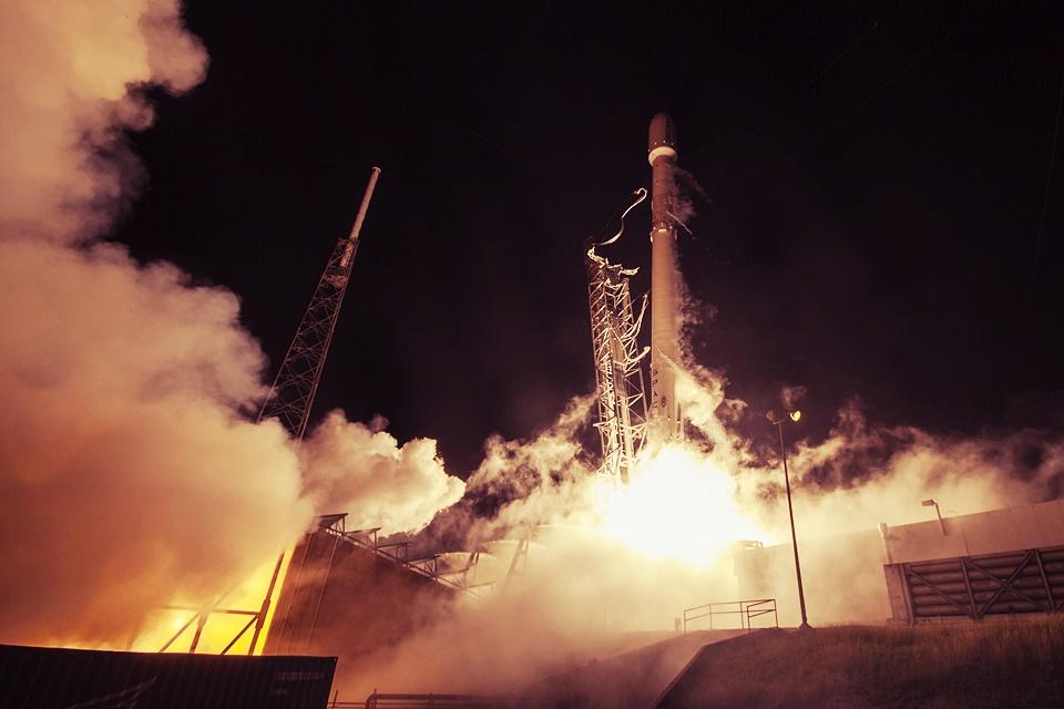 Imagem de Sabotagem! Explosão do Falcon 9 pode ter sido obra de adversária da Space X no tecmundo
