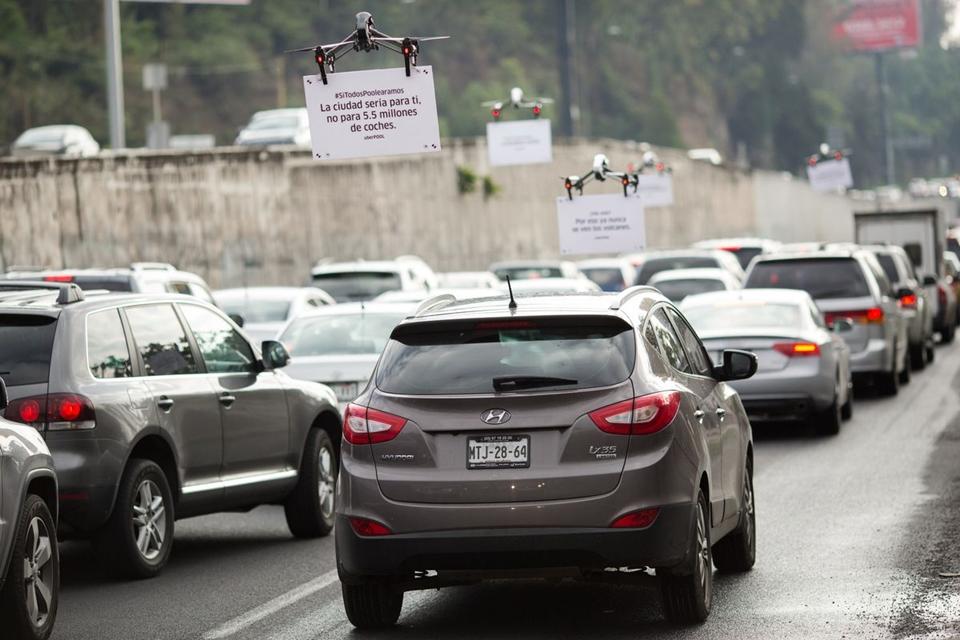 Imagem de Uber usa drones para fazer propaganda no trânsito da Cidade do México no tecmundo