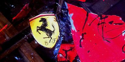 Imagem de Ferrari batida vira mesa de café no site TecMundo