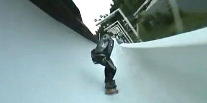 Imagem de Adrenalina rolando solta: skatista desce pista de bobsled [vídeo] no site TecMundo