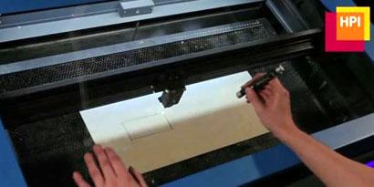 Imagem de Máquina de corte a laser interativo fatia madeira quase que em tempo real [vídeo] no site TecMundo