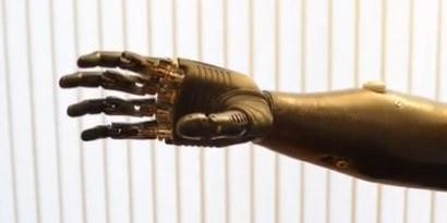 Imagem de O futuro chegou: prótese mecânica já é tão precisa quanto uma mão de verdade [vídeo] no site TecMundo