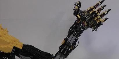 Imagem de Braço robótico construído com Lego executa movimentos impressionantes no site TecMundo