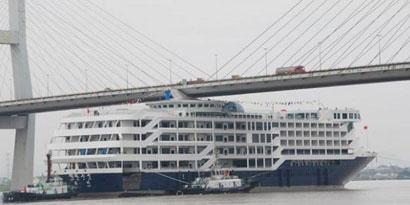Imagem de Navio de luxo chinês bate em ponte no site TecMundo