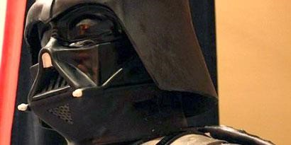 Imagem de Confeiteiros criam bolo de Darth Vader com 2 metros de altura no site TecMundo