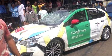 Imagem de Carro do Google Street View se envolve em acidente na Indonésia no site TecMundo