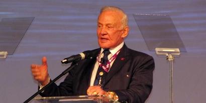 Imagem de Buzz Aldrin fala sobre exploração espacial e ida a Marte na Campus Party no site TecMundo