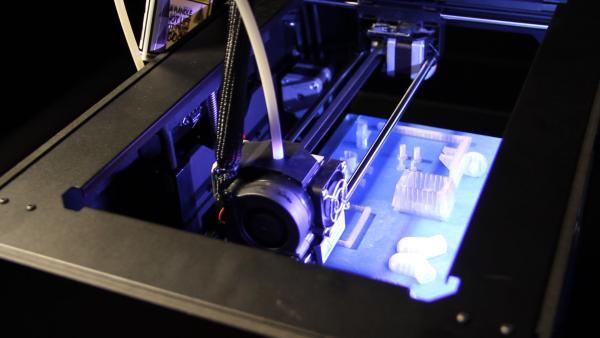 Testamos a impressora 3D MakerBot Replicator 2 [vídeo