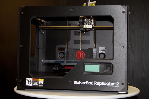 Testamos a impressora 3D MakerBot Replicator 2 [vídeo