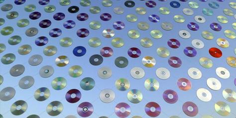 Imagem de Espelho da Cultura: artistas criam painel gigante com 6 mil CDs velhos no site TecMundo