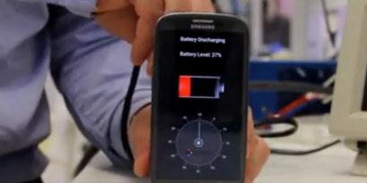 Imagem de Carregador leva celular de 30% a 100% de bateria em 30 segundos [vídeo] no site TecMundo