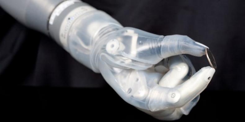 Imagem de Braço mecânico ligado ao cérebro recebe aprovação do governo americano no site TecMundo