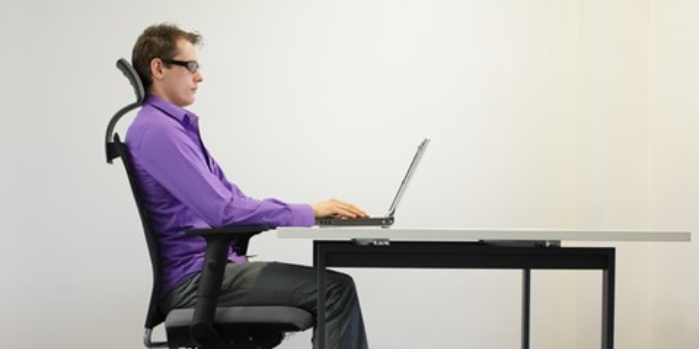 Imagem de Ergonomia no PC: como encontrar a altura perfeita do seu monitor no site TecMundo