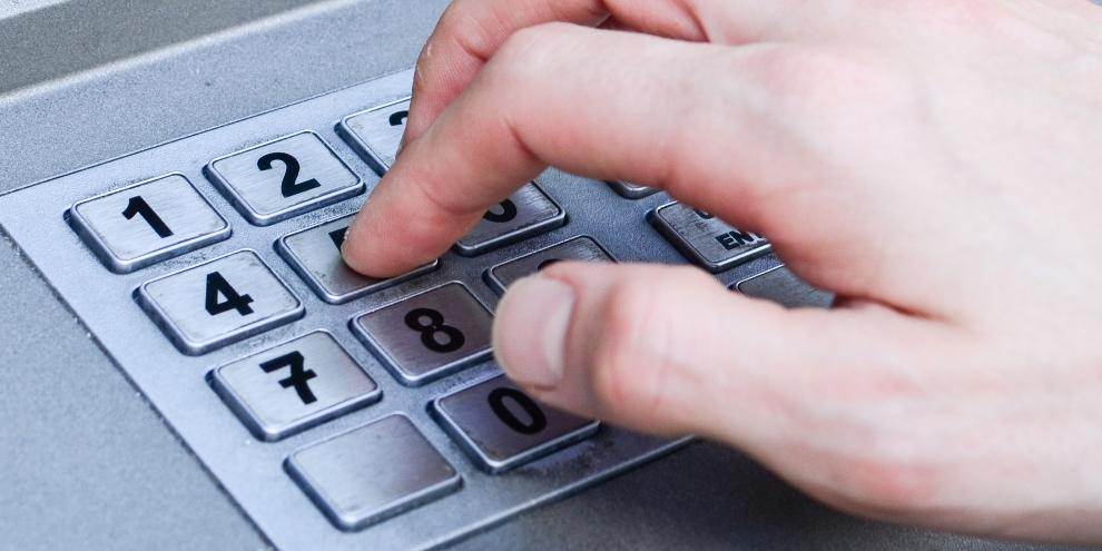 """Imagem de Garotos de 14 anos conseguem """"hackear"""" caixa eletrônico com senha-padrão no site TecMundo"""