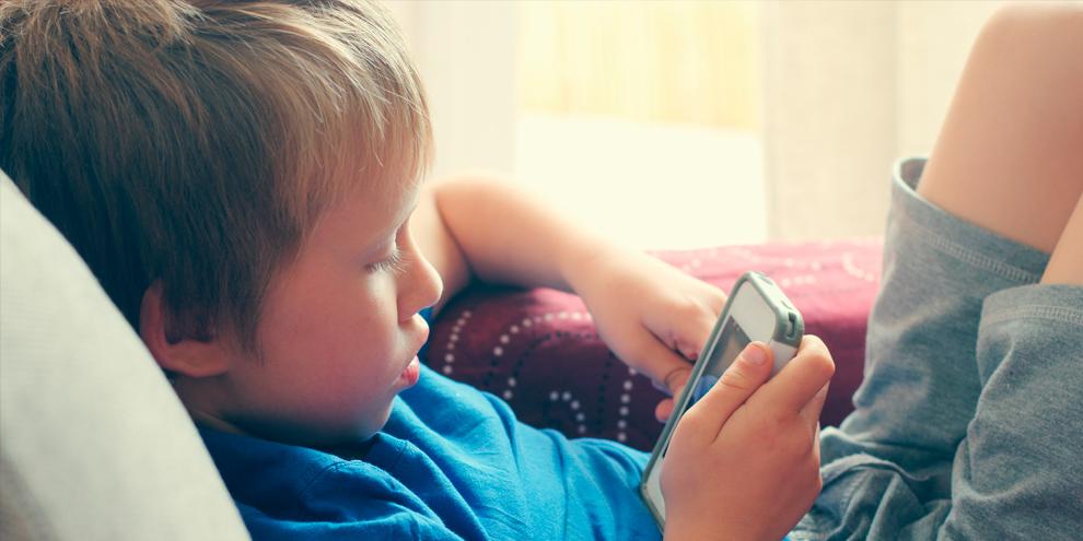 Imagem de Por que crianças não devem ter smartphones e tablets antes dos 12 anos no site TecMundo