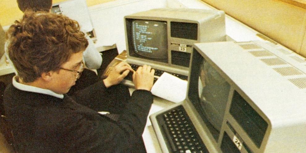 Imagem de Como eram os computadores e mainframes na década de 1980 no site TecMundo