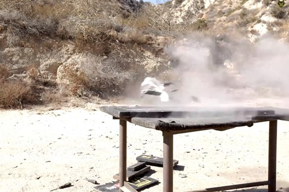 Imagem de Veja um iPad mini 3 ser destruído por um tiro de sniper calibre .50 [vídeo] no site TecMundo