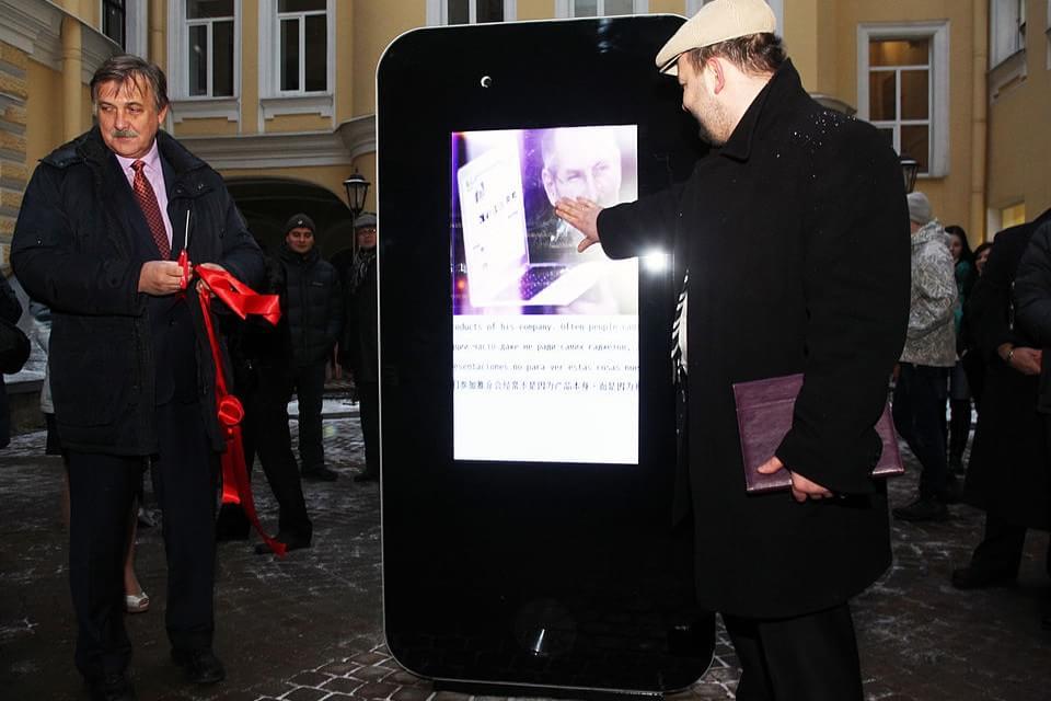 Imagem de Após Tim Cook revelar ser gay, memorial para Jobs é desmontado na Rússia no site TecMundo