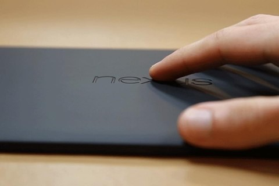 Imagem de Depois do iPhone que entorta, tablet Nexus 9 afunda e volta no site TecMundo