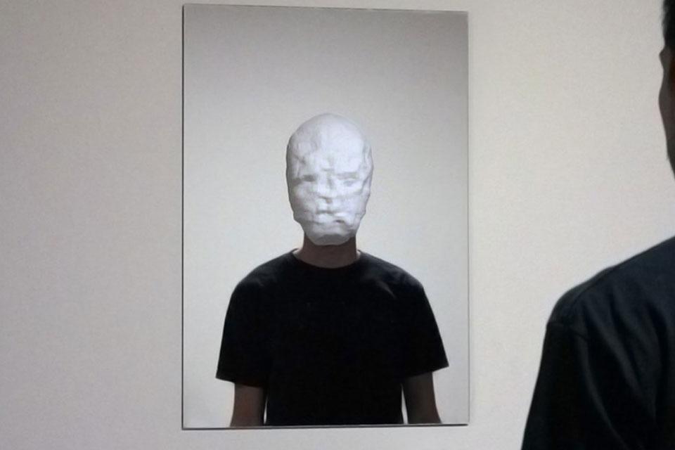 Imagem de Artista cria máscaras assustadoras ao brincar com reconhecimento de rostos no site TecMundo