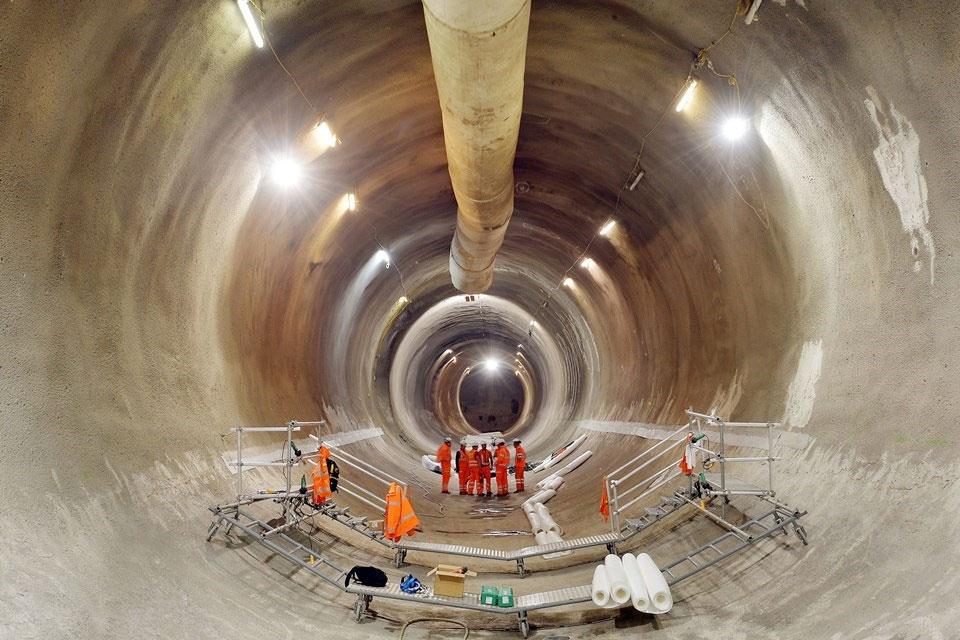 Imagem de Veja um drone voar pelos novos e impressionantes túneis do metrô de Londres no site TecMundo