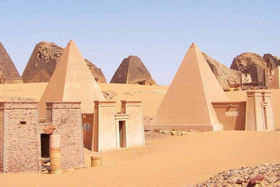 Imagem de Que tal um tour por belas pirâmides núbias? Veja o que um drone fez no tecmundo