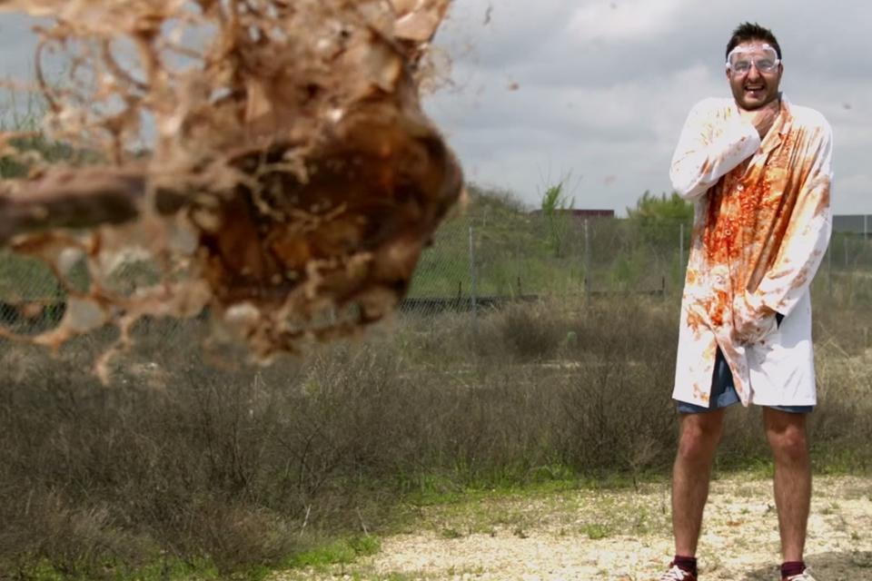 Imagem de Em câmera lenta: veja como é divertido atirar lama no seu amiguinho [vídeo] no tecmundo