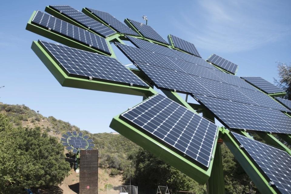 """Imagem de Diretor de """"Avatar"""" cria painéis solares em forma de Girassol no tecmundo"""