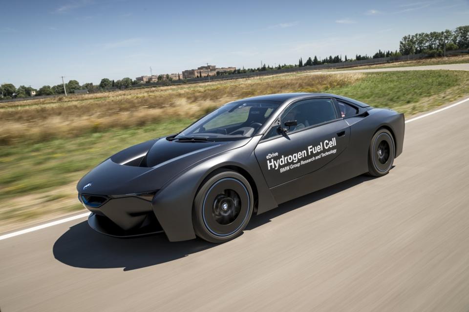 Imagem de BMW revela seus primeiros – e sensacionais – carros movidos a hidrogênio no tecmundo