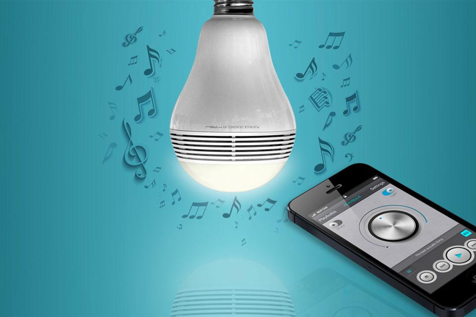 Imagem de Testamos: lâmpada com speaker MiPow Playbulb Lite no tecmundo