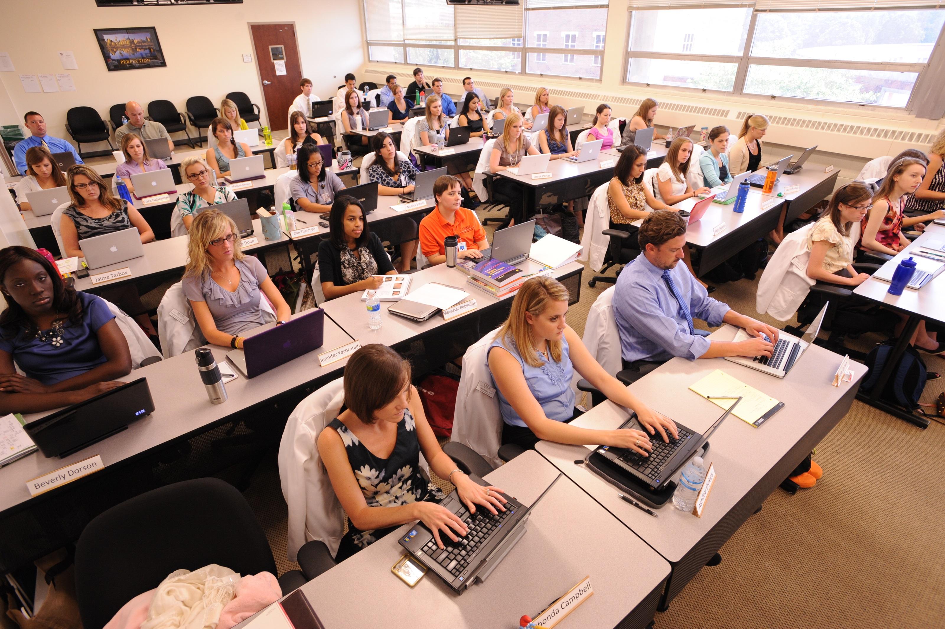 Imagem de Computadores na sala de aula não melhoram desempenho escolar, diz pesquisa no tecmundo