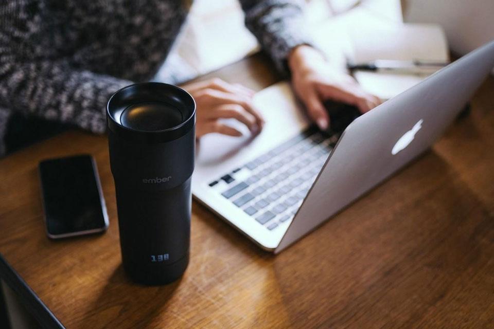 Imagem de Conheça a caneca térmica que mantém seu café quente através do smartphone no tecmundo