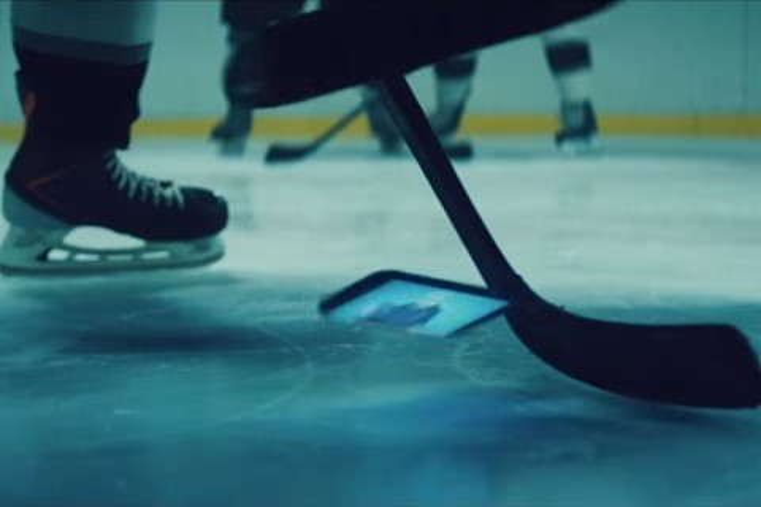 Imagem de Será que o Galaxy S6 Active sobrevive a uma partida de hóquei no gelo? no tecmundo