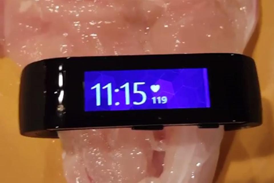 Imagem de Fail? Microsoft Band mede 119 batimentos por minuto em pedaço de frango cru no tecmundo