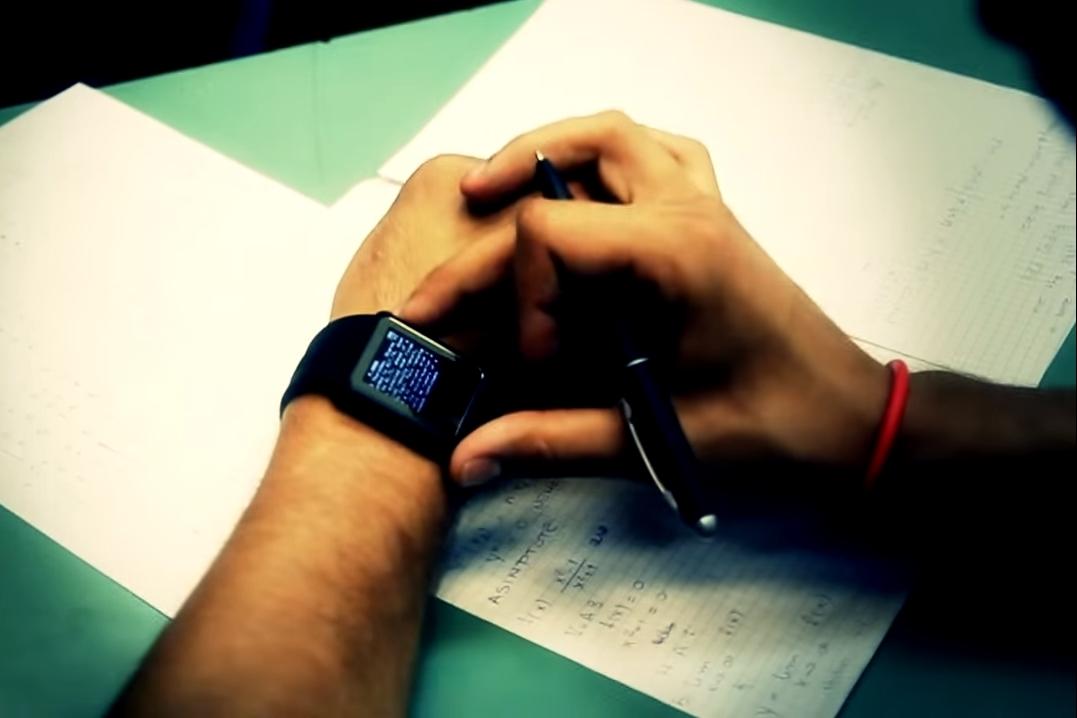 Imagem de Colando nível hard: inventaram um smartwatch feito para colar na prova no tecmundo