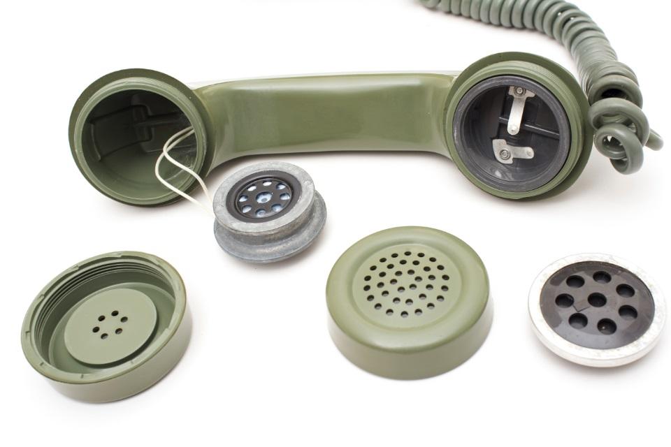 Imagem de Como são feitos os grampos telefônicos? no tecmundo