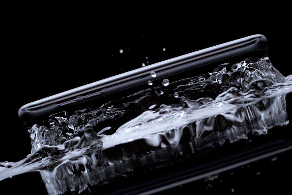 Imagem de Quão boa é a resistência à prova d'água do Samsung Galaxy S7? [vídeo] no tecmundo