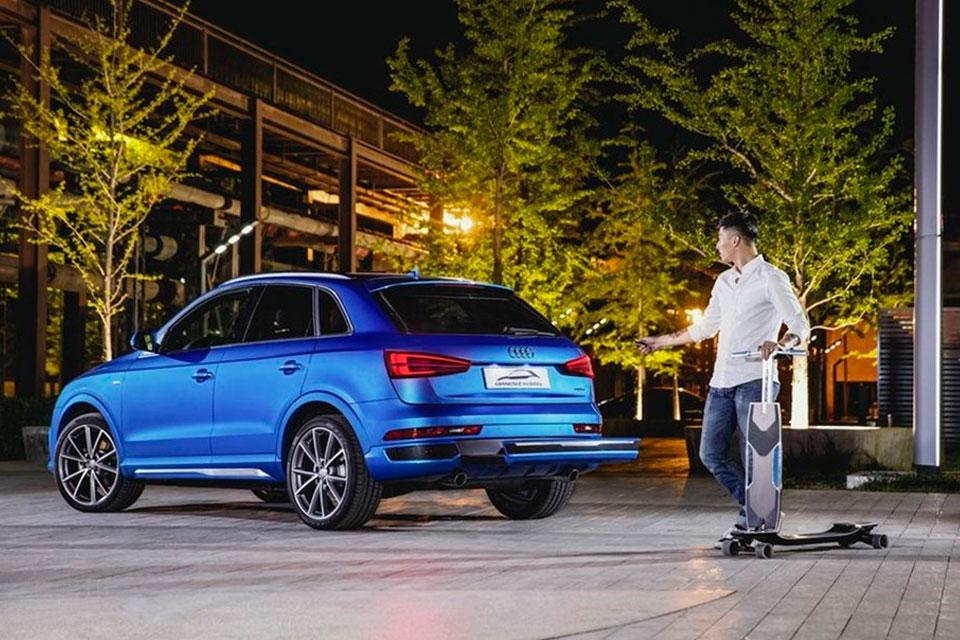 Imagem de Audi apresenta carro-conceito com patinete elétrico embutido no para-choque no tecmundo