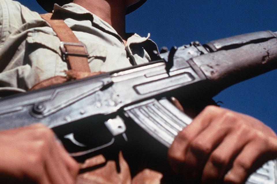 Imagem de O guia das armas: como funciona um fuzil AK-47 no tecmundo