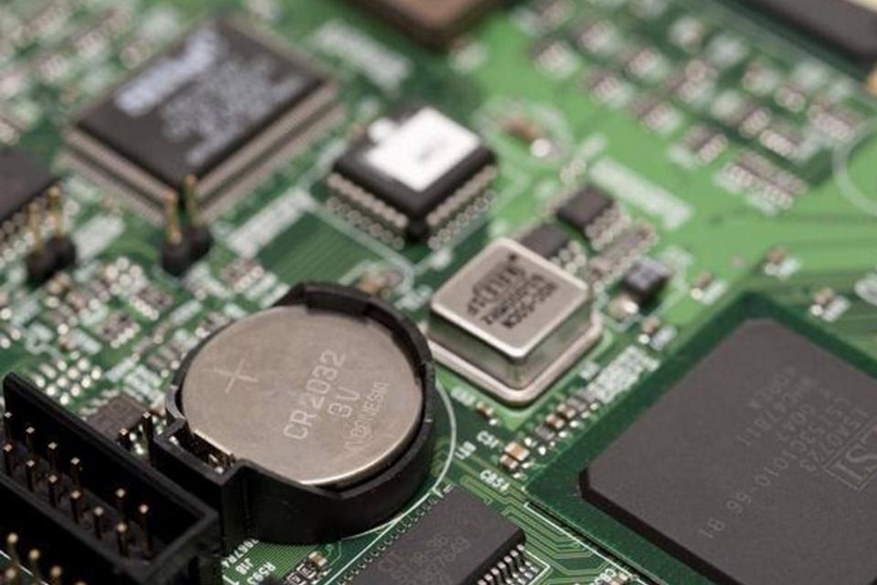 Imagem de Como saber se a bateria CMOS do seu computador está com defeito no tecmundo