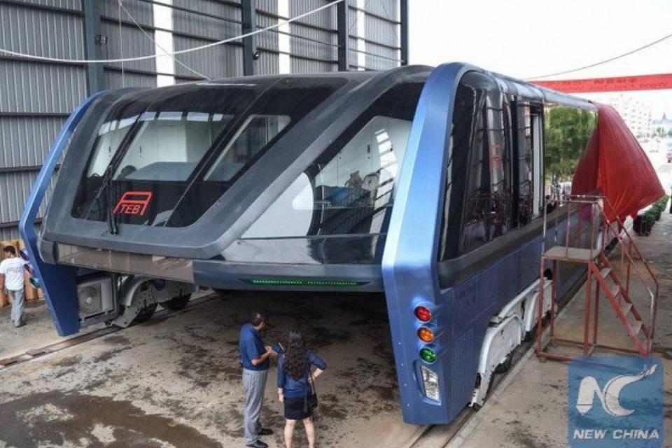 """Imagem de """"Sistema inovador de ônibus elevado"""" da China pode ser uma grande mentira no tecmundo"""
