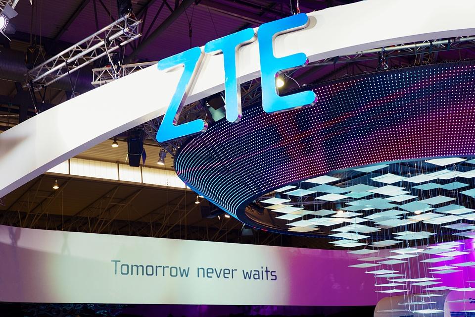 Imagem de Celular 'colaborativo' da ZTE tem traseira adesiva e eye-tracking criativo no tecmundo