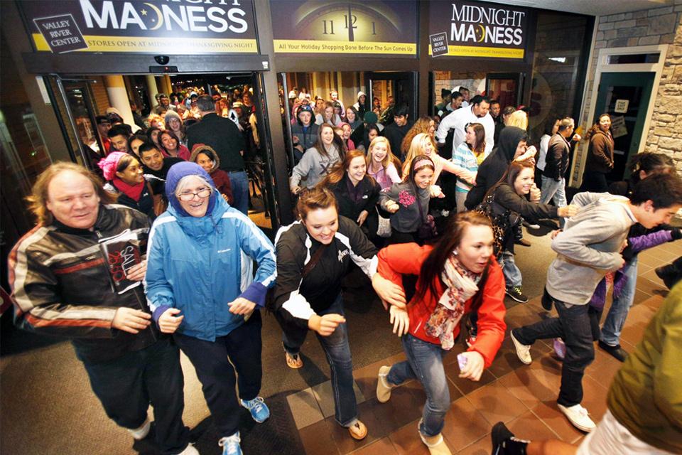 Imagem de De cosméticos a games: e-commerce deve faturar 84% a mais na Black Friday no tecmundo